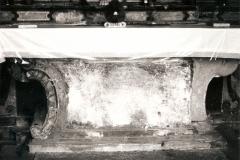 Altare prima del restauro.